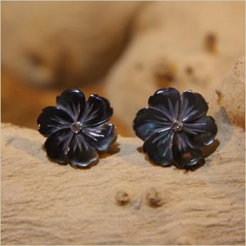 Boucles d oreilles forme fleur nacre grise noire - Akami - 000069 e42dd01f0e9